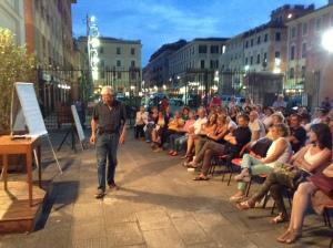 Giorgio Mambretti nella conferenza dello scorso anno in Piazzetta San Francesco a Chiavari.