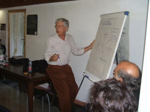 Giorgio Mambretti durante una conferenza alla Casetta del Bosco
